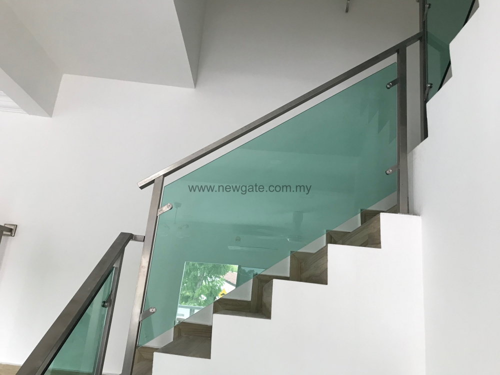 Stainless steel c w tempered glass railing